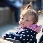 Почему ребенок 2-3-х лет капризничает и закатывает истерики