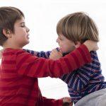 Почему ребенок дерется с детьми