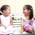 Как научить малыша знакомиться